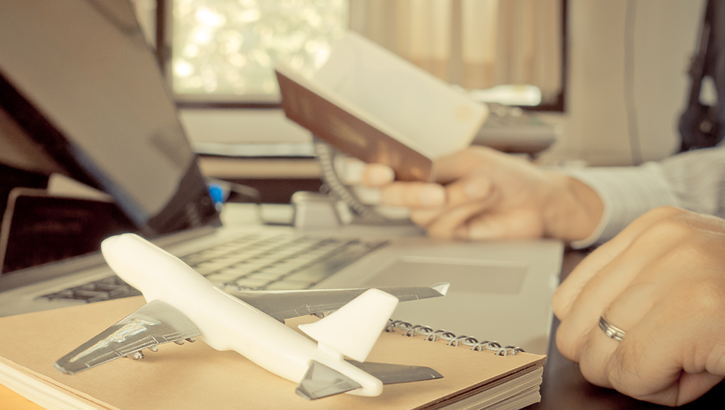 Booking flight tickets with travel agency vs airlines