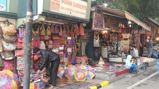 handicraft shop in Janpath market