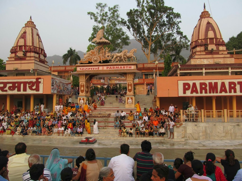 front view of a devine temple with hundreds of pilgrims in Rishikesh