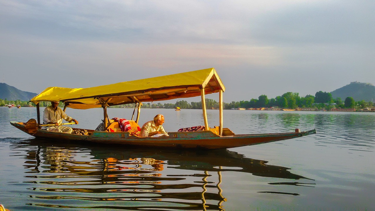 A man driving the Boat in the lake in Jammu and Kashmir