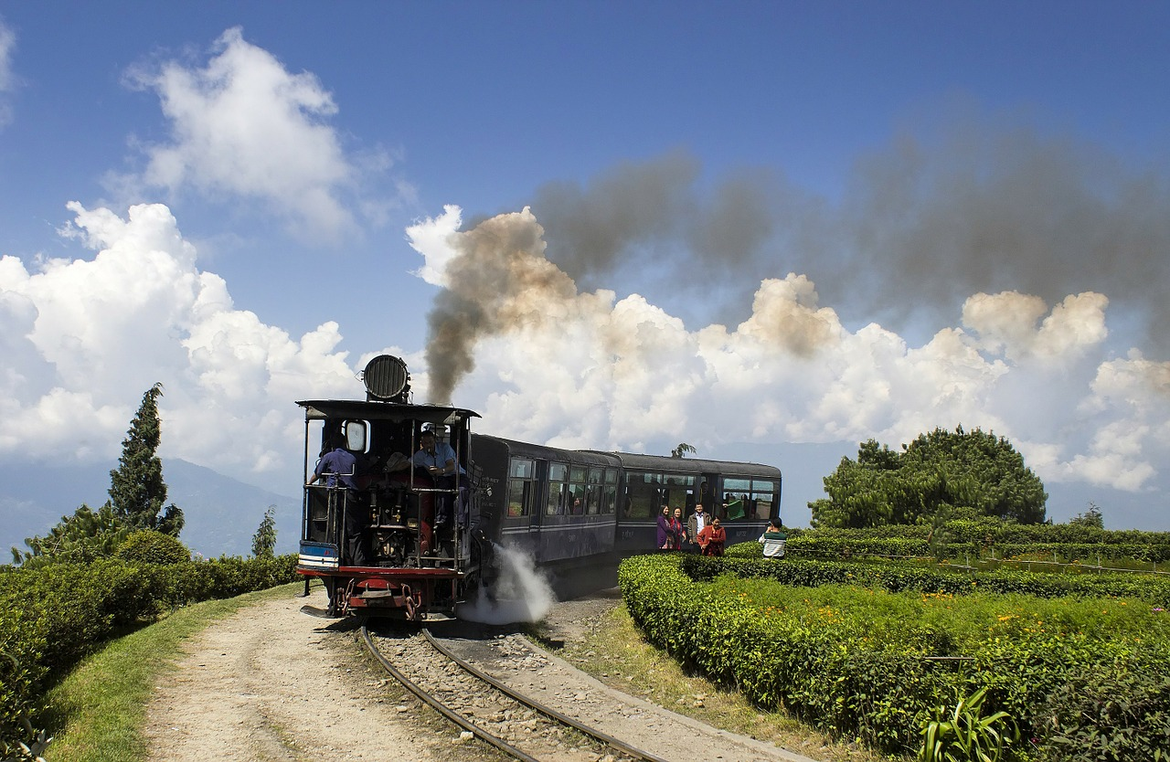 photo of train in darjeeling