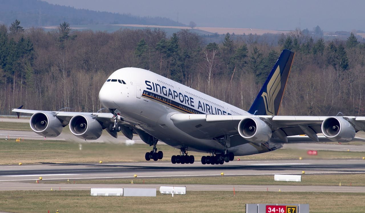 Singapore airlines just departing form the airport