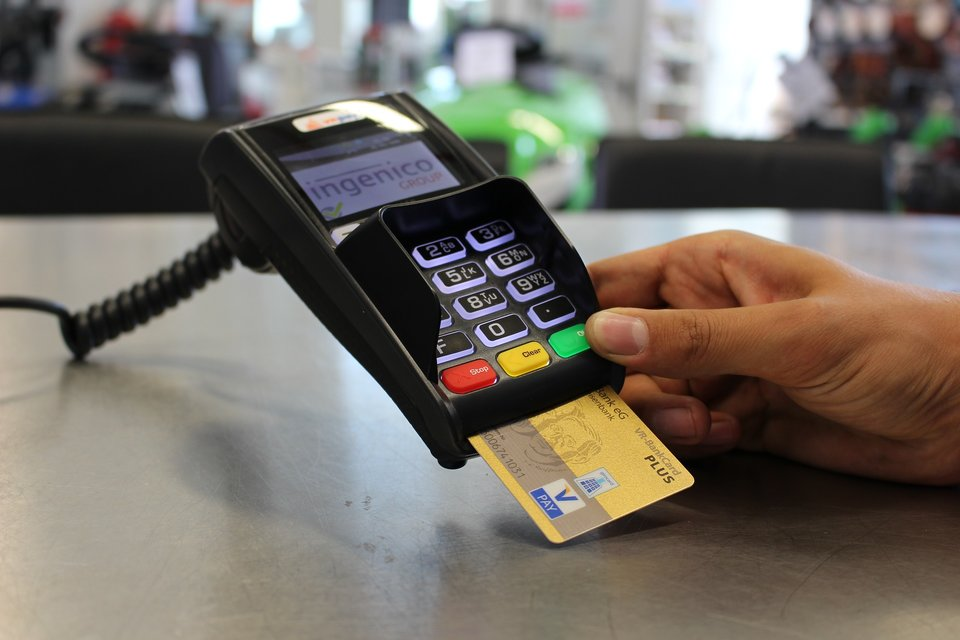 credit card payment on airport lounge